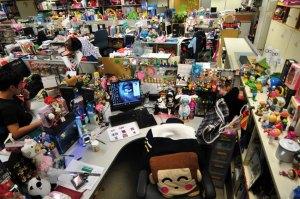 """HongKong_Design_female +++ Uta Brandes, Michael Erlhoff (Hrsg.): """"My Desk is My Castle"""", Birkhäuser 2011 +++ per Mail über vet +++ Pressebilder von www.degruyter.com, Pressekontakt Press Ulrike Lippe +++ EINMALIGE VERWENDUNG"""